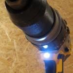 LED située sous le mandrin avec temporisation de 20s