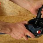 La poignée et les zones SoftGrip assurent une bonne prise en main du découpeur GCT 115