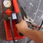 Mise en pression de l'installation en pompant