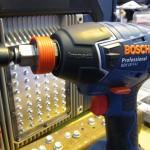 La Bosch GDX 18 V-LI en mode visseuse à choc avec porte embout 1/4