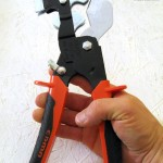 Prise en main du coupe-tube Triocoup: ouverture automatique par ressort