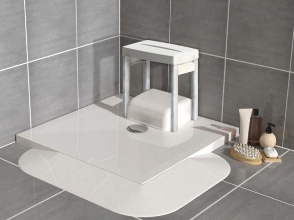 Siège de douche compatible avec le receveur extra-plat Traymatic Int et sa pompe Sanidouche Flat intérieure