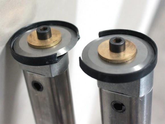 Deux roulettes de coupe en inox de chaque côté de la plaque pour une coupe précise et rapide sans danger!