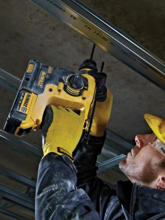 Le perforateur DCH143M2 n'affiche que 3 kg pour percer aisément à bout de bras!
