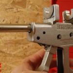 La pince à sertir montée des inserts des diamètres 12