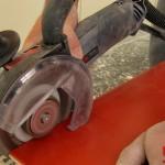 Découpe propre et rapide d'un carreau de faïence avec le découpeur GCT 115