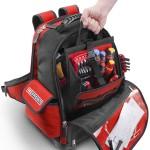 L'organizer se sort d'une main du sac pour les outils les plus petits et courants